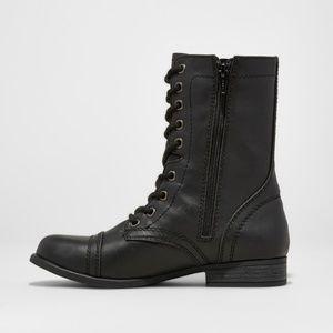 ❤️women's cassie wide width combat boots size 6❤️
